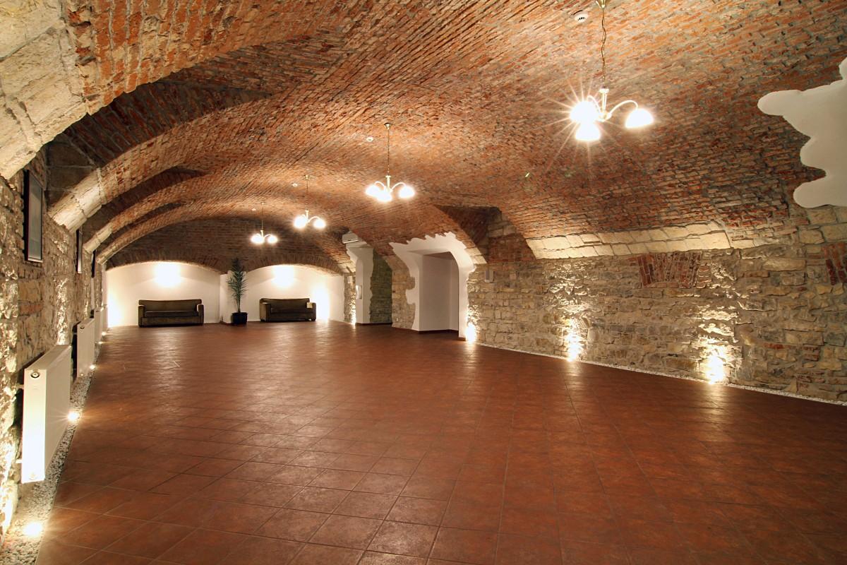 Квартирные хостелы: можно ли открывать в подвале и цокольном этаже